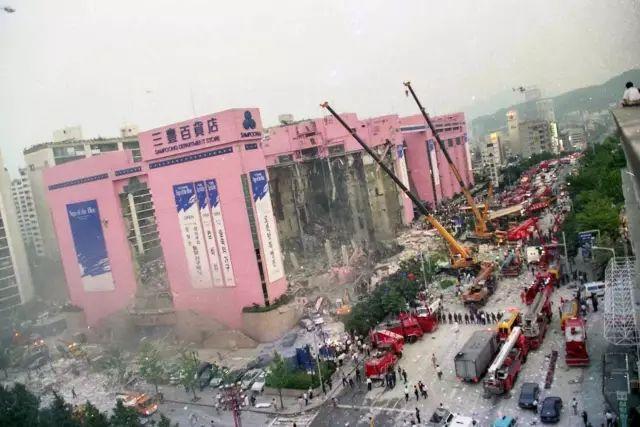 甲方一意孤行改设计,大楼20秒塌为平地,1500人被埋,502人死亡!
